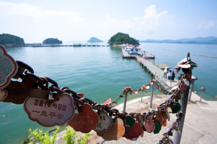 Love Locks on Moonlight Island of Qiandao Lake, Photo from Official Site of Thousand Island Lake.