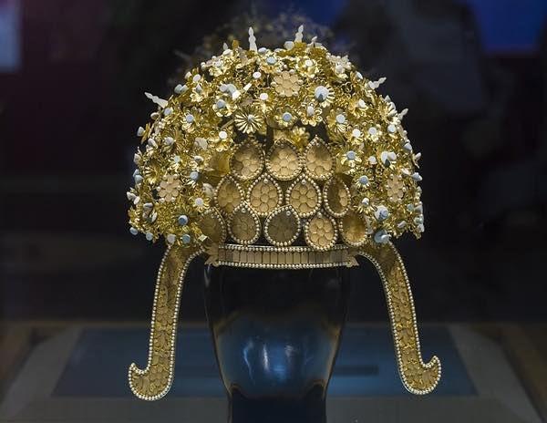 Unearthed Crown of Yang Guang's Queen in Yangzhou Museum