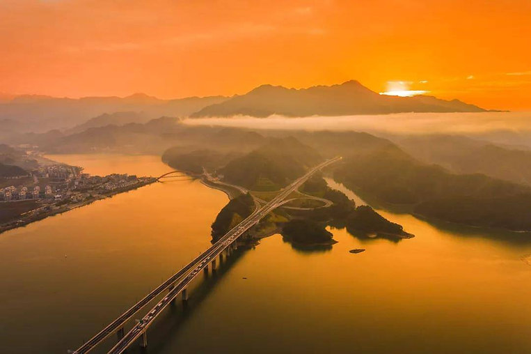 Beautiful Highway of Qiandao Lake, Photo from Official Site of Thousand Island Lake.