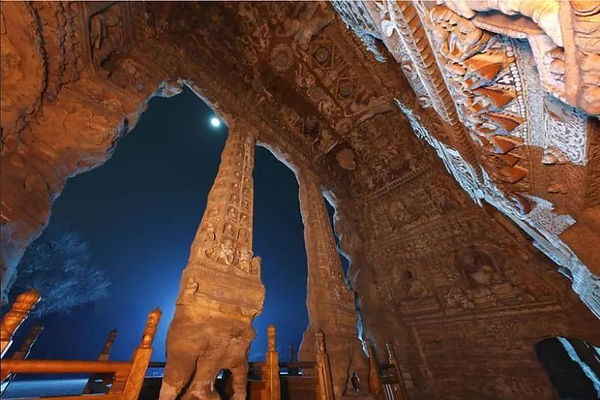 Architectural Pillars of the Wuhua Cave, Photo from Official Site of Yungang Grottoes.