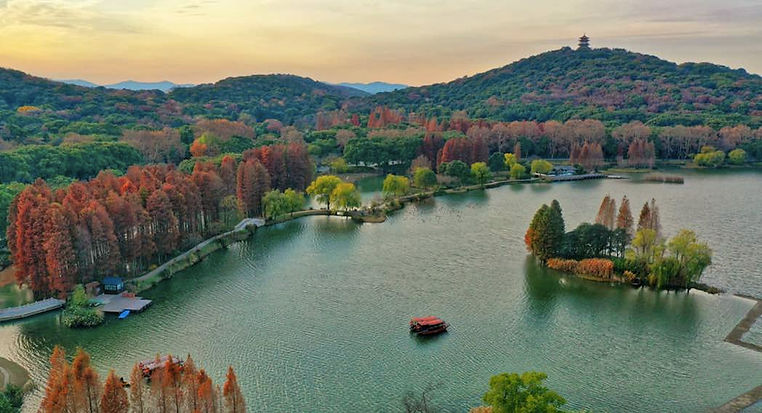 Natural View of Taihu Lake, Photo from The Official Site of Lake Tai of Wuxi.