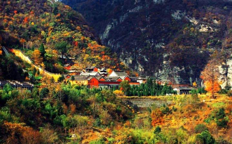 Picturesque Autumn of Wudang Mountains
