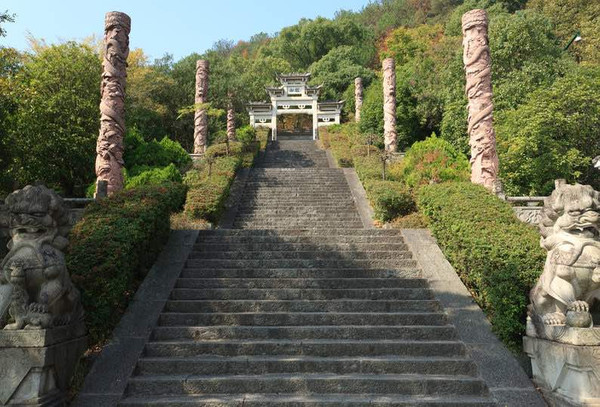 Stone Path to the Hai Rui Temple on Longshan Island of Qiandao Lake, Photo from Official Site of Thousand Island Lake.