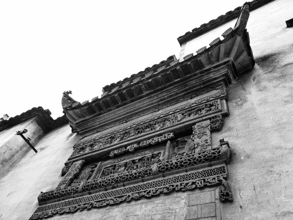 Exquisite Carvings On Ancient Huizhou Buildings
