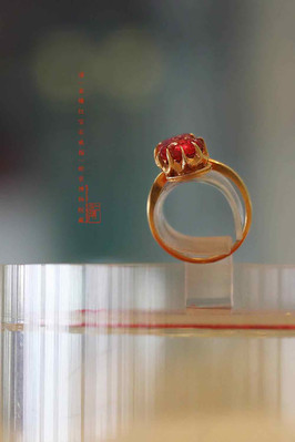 Gold Inlaid Ruby Ring of the Qing Dynasty (1636 — 1912) — Palace Museum (Photo by Dongmaiying)