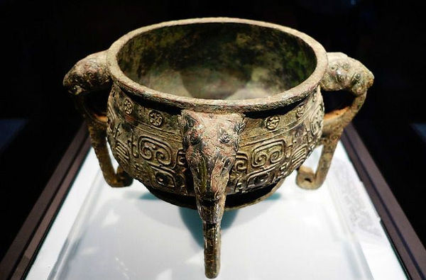 Bronze Ceremonial Food Container (Ban Gui) of Western Zhou Dynasty (1046 BC — 771 BC), Inscriptions Inside Records the Duke Mao Defeating and Ruling of the Kingdom of Chao