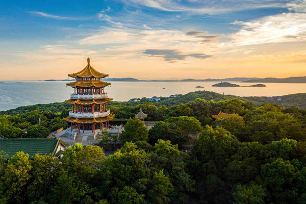 Yuantouzhu Scenic Area in Wuxi City, Photo from Official Site of Lake Tai of Wuxi.