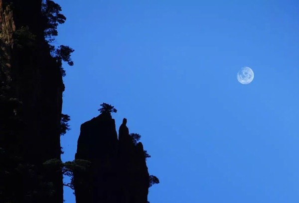 Deity Appreciating the Moon (or Xianren Wangyue) of Huangshan Mountain