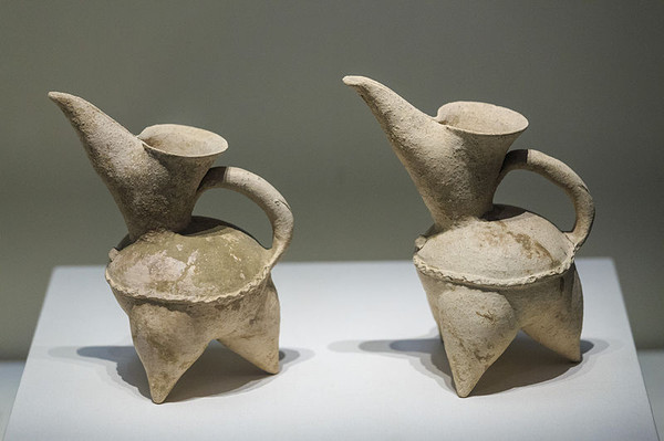 White Pottery Cooking Utensils (Gui) — National Museum of China (Photo by Zhang Zhuguang)
