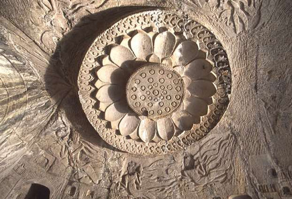 Art - Lotus Shaped Roof Decoration in Lianhua Cave of Longmen Grottoes, Photo by Yunfei.