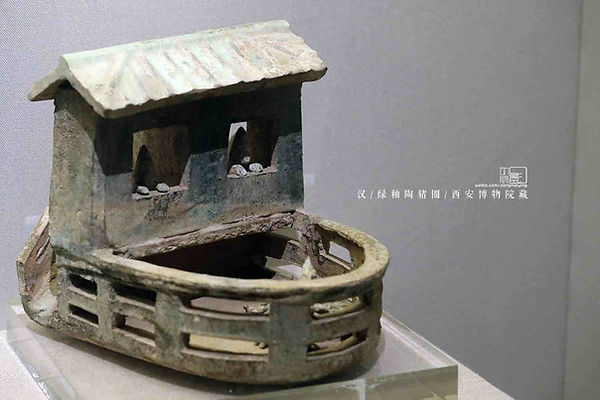 Green Glaze Pottery Pigsty of the Early Han Dynasty