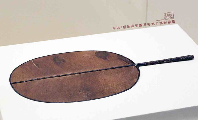 Unearthed Fan of the Song Dynasty with Lacquer Handle
