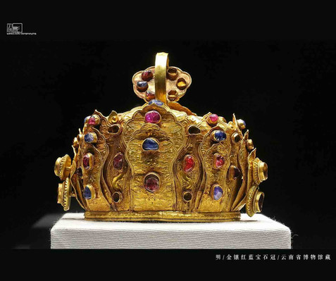 Gems Decorated Gold Lotus Shaped Crown of the Ming Dynasty (1368 — 1644) — Yunnan Museum (Photo by Dongmaiying)
