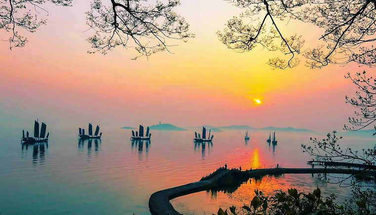 Beautiful Natural View of Taihu Lake, Photo from The Official Site of Lake Tai of Wuxi.