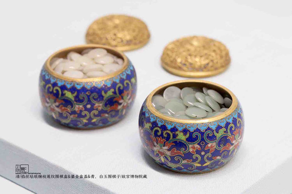 Exquisite cloisonne Jars with Gilding Lid, and Jade Pieces of the Qing Dynasty