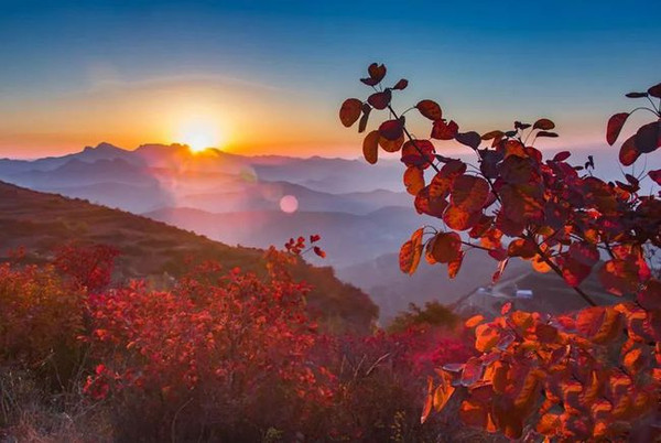 Mount Song in Autumn, Photo by Liu Kebai.