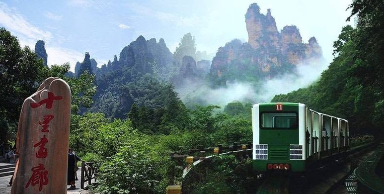 Ten Mile Gallery, or Shili Hualang, A Picturesque Valley in Zhangjiajie.