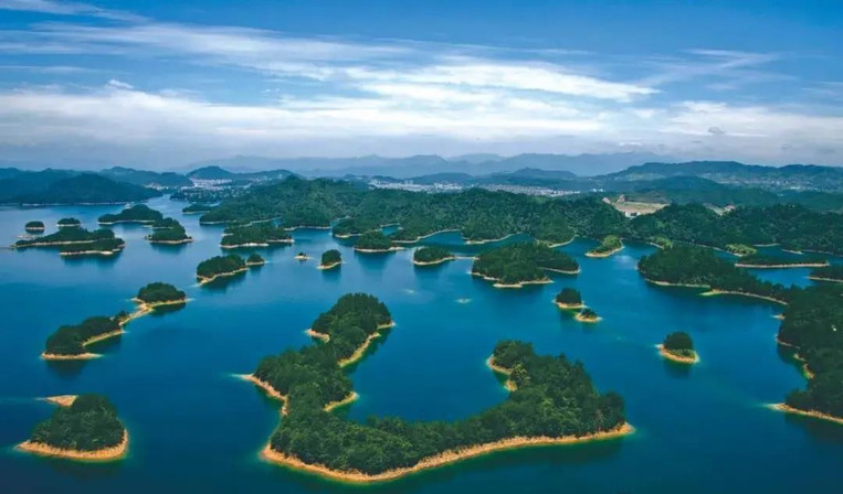 Islands on Qiandao Lake, Photo from Official Site of Thousand Island Lake.