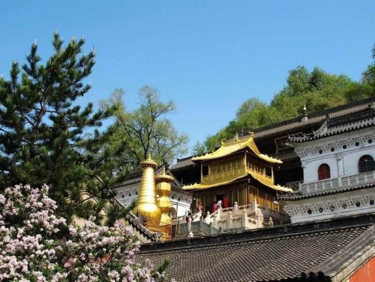 Buildings and Copper Hall of the Xiantong Temple