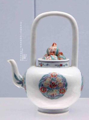Doucai Porcelain Handle Pot (Tilianghu) of the Qing Dynasty (1636 — 1912) — Shanghai Museum
