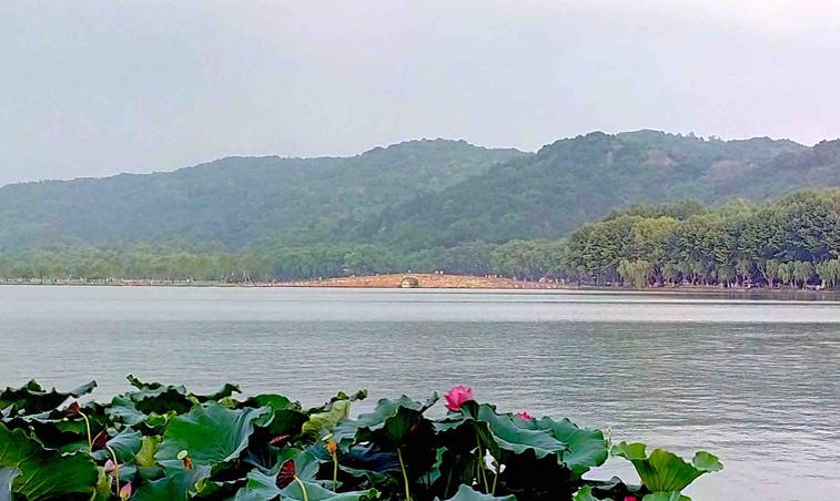 Broken Bridge or Duanqiao on West Lake