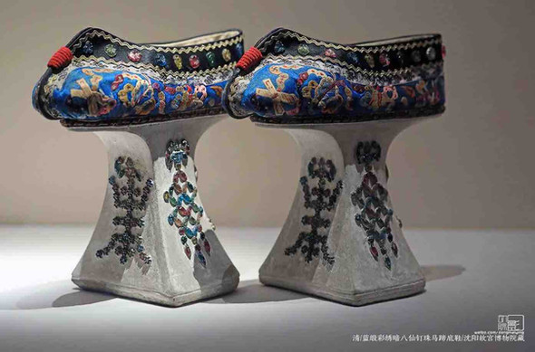 Noble Manchurian Women's Shoes of the Qing Dynasty — Shenyang Palace Museum