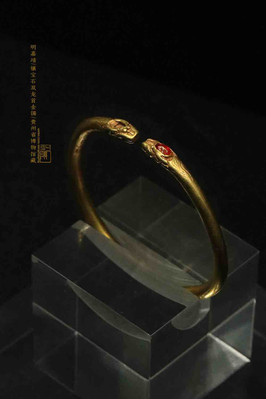 Dragon Shaped Gold Inlaid Ruby Bangle of the Ming Dynasty (1368 — 1644) — Guizhou Museum (Photo by Dongmaiying)