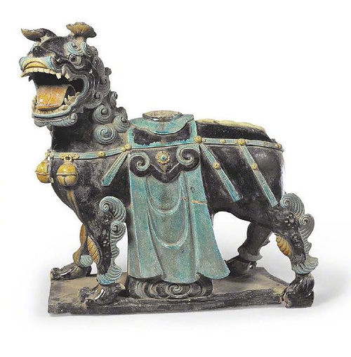 Colored Glaze Lion Renovated During Tianqi Emperor's Reign