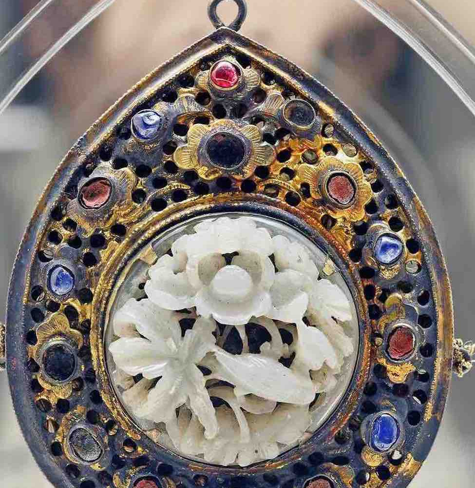 Jade Decorated Gilding Pendant of the Ming Dynasty (1368 — 1644) — Shanghai Museum