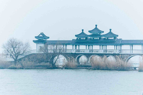 Wuyue cultural style bridge on Taihu Lake, Photo from The Official Site of Lake Tai of Wuxi.