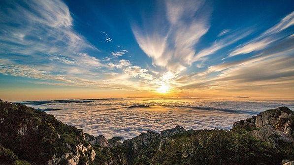Cloud Sea Scenery on Top of Mount Tai, Photo by Fan Zhixiang.