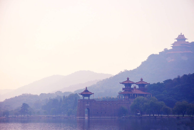 Chu Style Gate and City Wall on East Lake, Photo from Official Site of East Lake Scenic Area of Wuhan.