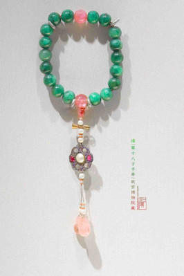 Bead Bracelet of the Qing Dynasty (1636 — 1912) — Palace Museum (Photo by Dongmaiying)