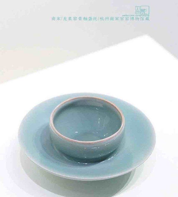 Unearthed Cyan Glaze Tea Cup with A Tray (Zhan Tuo)