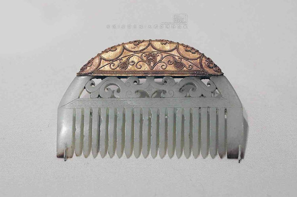 Gold and Jade Comb — Metropolitan Museum of Art