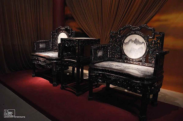 Rosewood Furnitures of the Qing Dynasty Decorated with Mother-of-Pearls and Gems