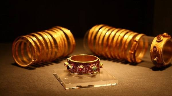 Gold Inlaid Gem Bangle and Armlet of the Ming Dynasty (1368 — 1644) — Hubei Museum