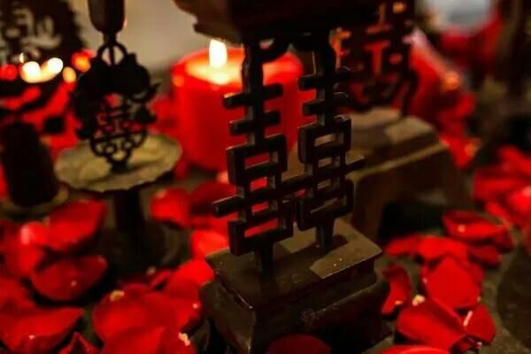 Chinese Hanzi Xi (Double Happiness), Using of it is the Representative of Wedding.