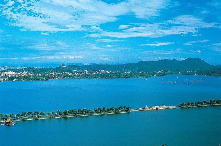 Part of Su Causeway or Sudi of West Lake