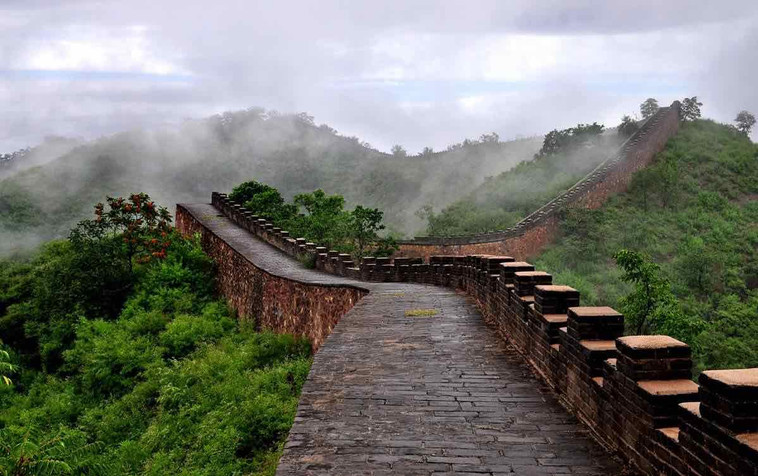 The 3 Meters Tall, 10,000 Meters Long Outer Walls of the Chengde Mountain Resort, Photo from Official Site of Chengde.