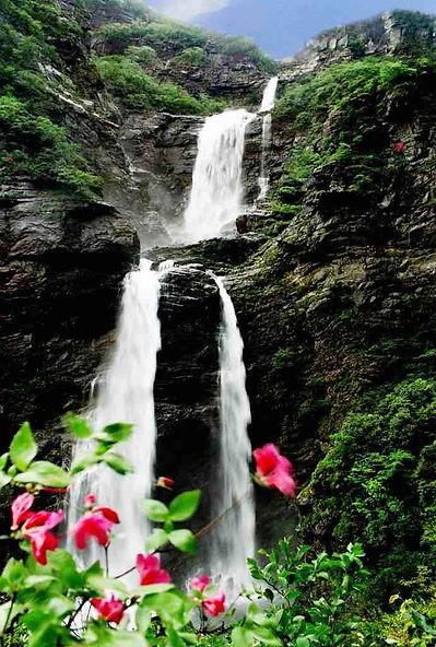 Three-Step Waterfall, or Sandie Quan, of Mount Lu.