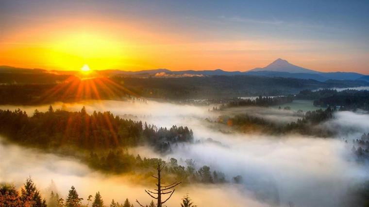 Sunrise and Cloud of Mount Lu.