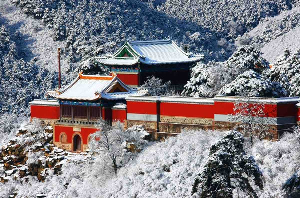 Guangyuan Palace Constructed Under Command of Qianlong Emperor, Modeled on Bixiayuanjun Temple on Mount Tai, Photo from Official Site of Chengde Mountain Resort.