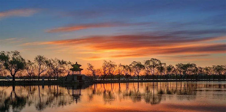 West Embankment of the Summer Palace.