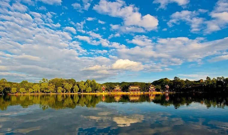 Building Complex and Picturesque Lake of the Chengde Mountain Resort