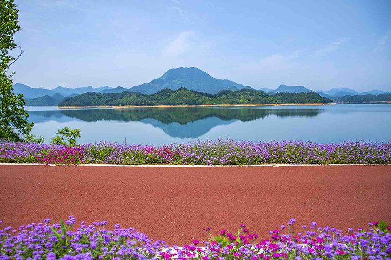 Bike Path Next to Qiandao Lake, Photo from Official Site of Thousand Island Lake.