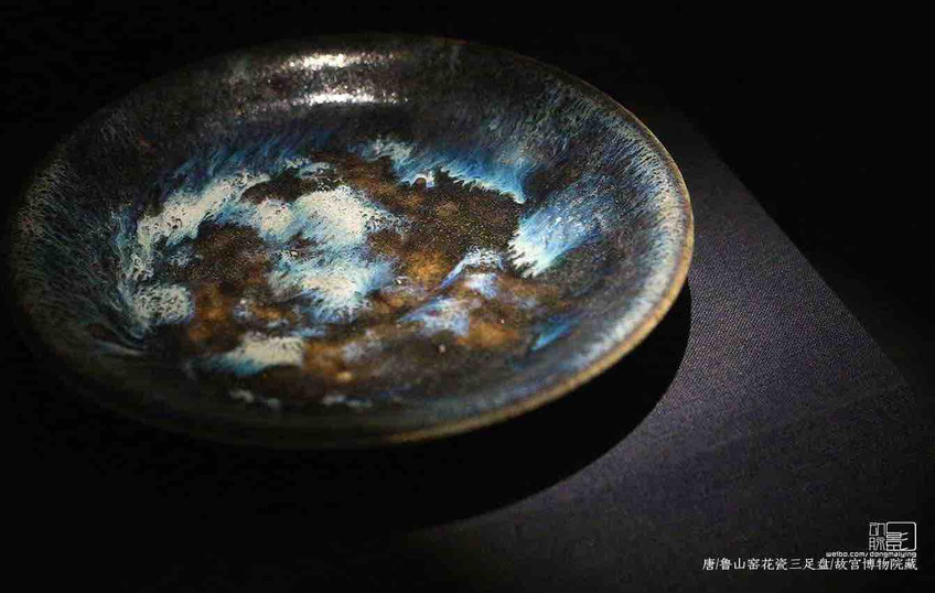 Unearthed Colorful Porcelain Plate of the Tang Dynasty — The Palace Museum