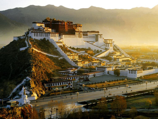 Potala Palace in Dusk