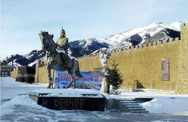Statue of General Geng Gong under the Foot of Tianshan Mountains