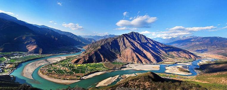 The First Bend of Yangtze River or Changjiang Diyi Wan
